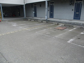 https://image.rentersnet.jp/efab98c0-a805-49ce-b85f-52b7b87811c2_property_picture_959_large.jpg_cap_駐車場