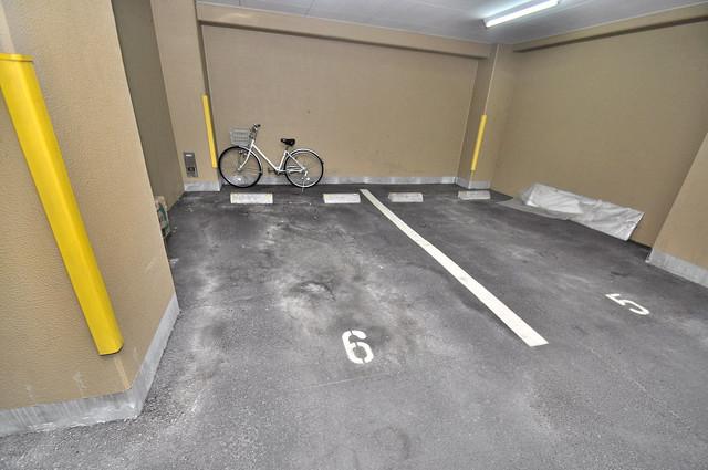 プラ・ディオ徳庵セレニテ 1階には駐車場があります。屋根付きは嬉しいですね。