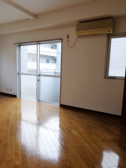綱島駅 徒歩13分居室