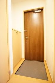 https://image.rentersnet.jp/f00ab7b0-72b7-4256-b1cc-bb90f7ed7fa1_property_picture_3276_large.jpg_cap_玄関
