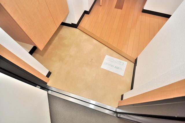 プラ・ディオ徳庵セレニテ 素敵な玄関は毎朝あなたを元気に送りだしてくれますよ。