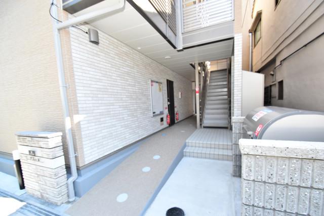 クレイノアズール 玄関まで伸びる廊下がきれいに片づけられています。