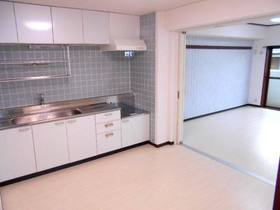 ダイニングキッチン(南側の洋室と一緒に使えば広々LDKに!)