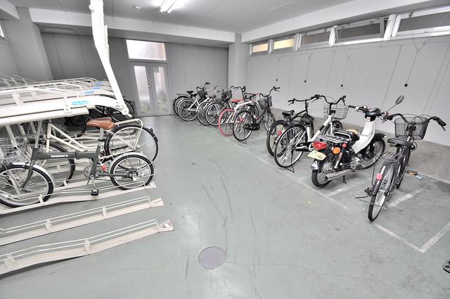 グランメール高井田 屋内にある駐輪場は大切な自転車を雨から守ってくれます。