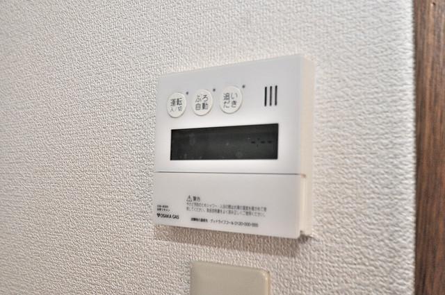 長栄寺8-24 貸家 給湯リモコン付。温度調整は指1本、いつでもお好みの温度です。