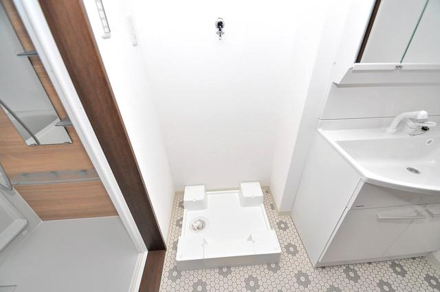 クリエオーレ南上小阪 洗濯機置場が室内にあると本当に助かりますよね。