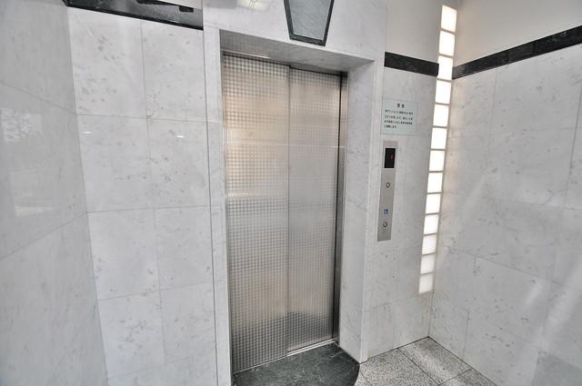 グランドゥルイ 嬉しい事にエレベーターがあります。重い荷物を持っていても安心