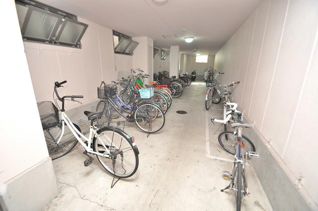 Ritz新今里 敷地内にある専用の駐輪場。雨の日にはうれしい屋根つきです。