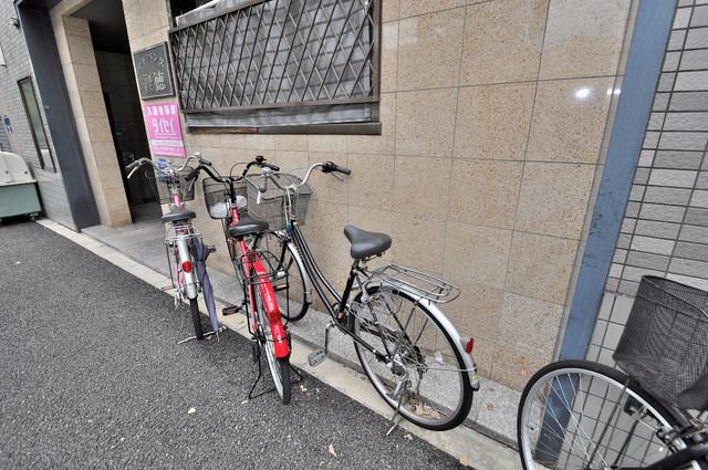 アドバンス俊徳 自転車もおけるコンパクトなスペースも確保。