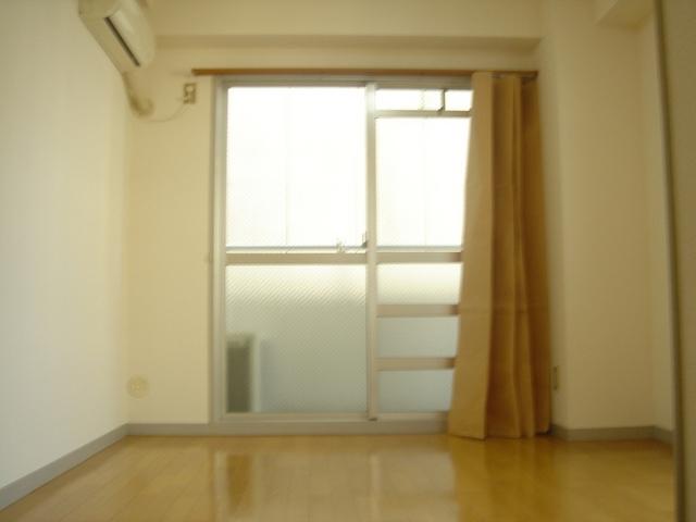 エアコン付のお部屋です