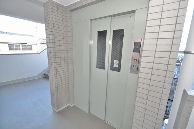 フルラーレ 嬉しい事にエレベーターがあります。重い荷物を持っていても安心