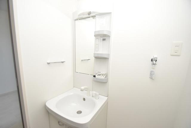 DOAHN長瀬 独立した洗面所には洗濯機置場もあり、脱衣場も広めです。