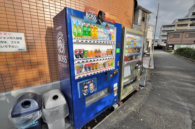フローライト源氏ヶ丘 自動販売機があるのはすっごく便利で嬉しいですね。