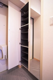 シューズボックスの扉は便利な姿見になっております