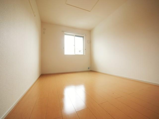 ロイヤルモアA居室