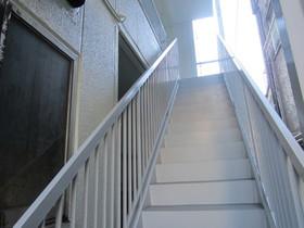 2階以上へは階段です☆