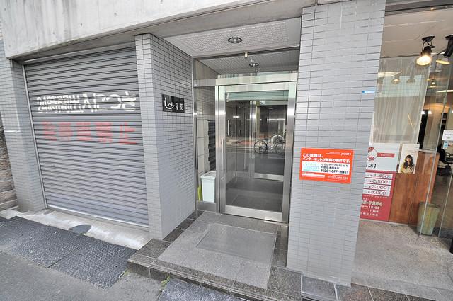 ルシード小阪 エントランス周辺はいつもキレイに片付けられています。