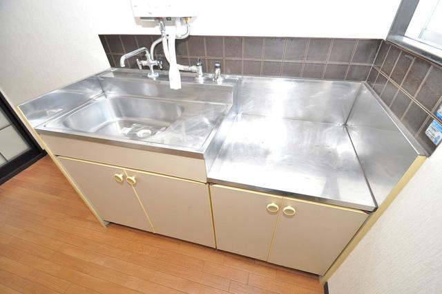 ミツワハイツⅠ シンプルなキッチンです。あなた好みのコンロを置いてくださいね。
