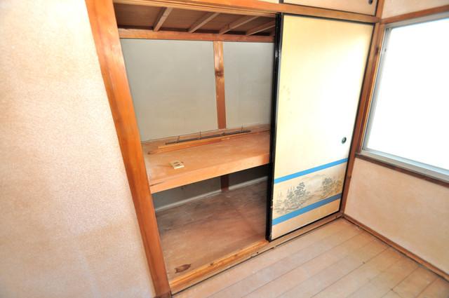 若江本町4-8-40貸家 各所に収納があるので、お部屋がすっきり片付きますね。