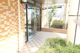 https://image.rentersnet.jp/f36ad801-ded7-42f5-8896-deb43c8db04b_property_picture_958_large.jpg_cap_エントランス