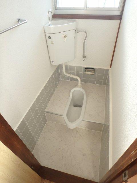 よく見て下さい。キレイな和式トイレです。