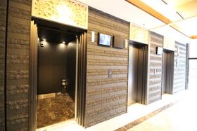 https://image.rentersnet.jp/f3723f2f-19c1-475c-b9da-8c132609daf2_property_picture_2418_large.jpg_cap_エレベーターはモニター付で安心