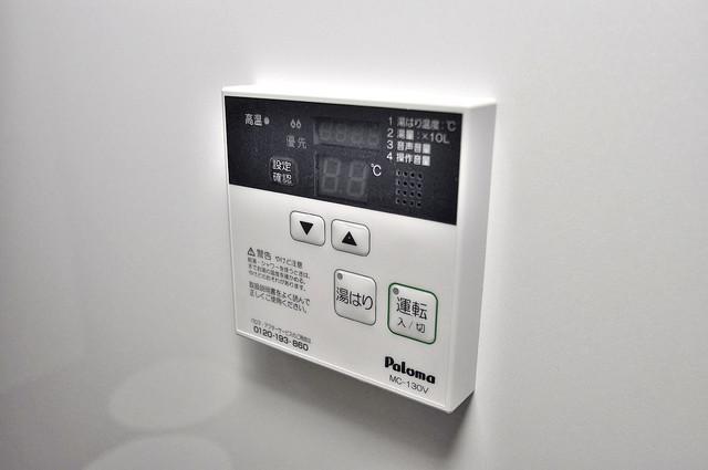 Realize長瀬 給湯リモコン付。温度調整は指1本、いつでもお好みの温度です.