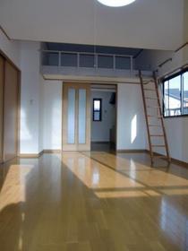 https://image.rentersnet.jp/f3a33fbdac7c35534023daf611b33716_property_picture_2419_large.jpg_cap_広々使える10帖のお部屋!