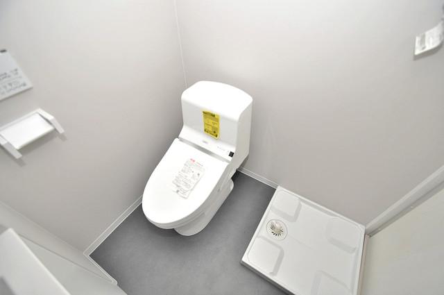 クロスレジデンス布施 清潔感たっぷりのトイレです。入るとホッとする、そんな空間。
