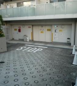 コンフォリア駒場駐車場