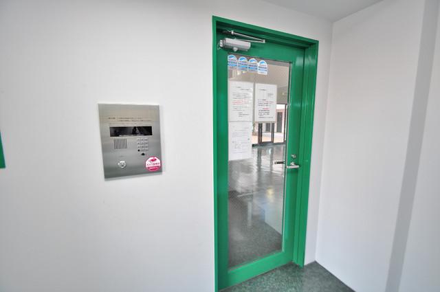 ノーブル布施 オシャレなエントランスは安心のオートロック完備です。