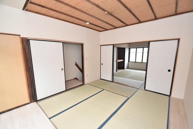 長堂2-16-8 貸家 癒しの和室が2間もあります。