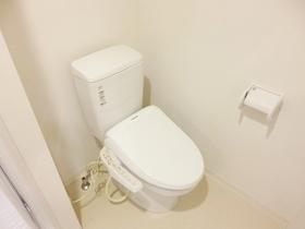 温水洗浄便座付きのトイレですよ☆