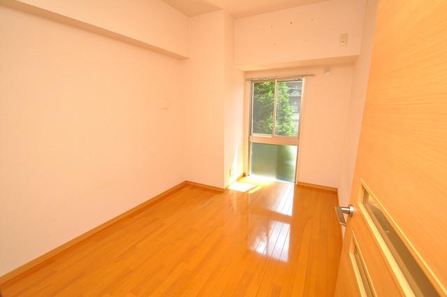 グランガーデン足代新町 朝には心地よい光が差し込む、このお部屋でお休みください。