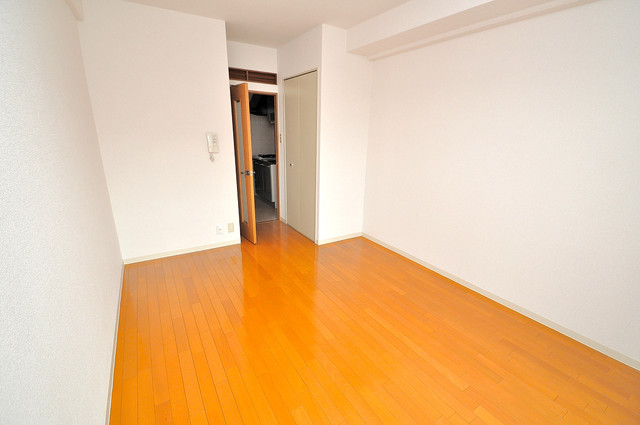 メゾン・ド・ヴィレ 深江 明るいお部屋はゆったりとしていて、心地よい空間です