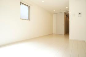 8.1帖の洋室スペース 白を基調としていて明るい雰囲気