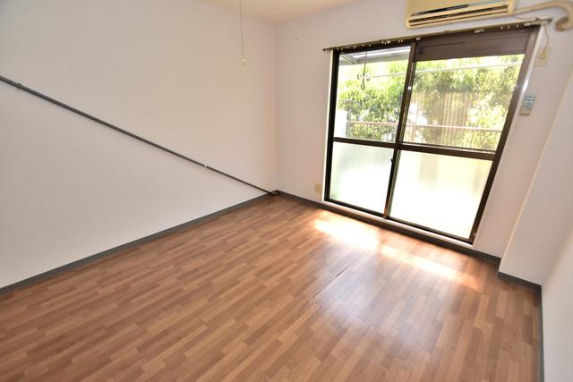 シャトーユキ 白を基調としたリビングはお部屋の中がとても明るいですよ。