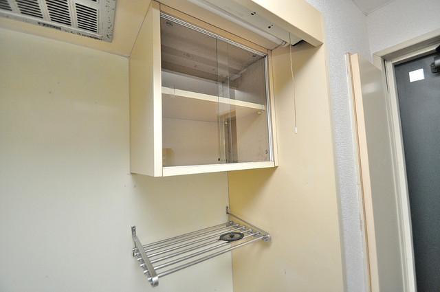 ハウスランド布施 キッチン棚も付いていて食器収納も困りませんね。