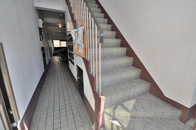 ニッコーハイツ俊徳 この階段を登った先にあなたの新生活が待っていますよ。