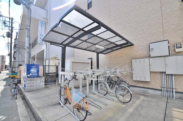 アンプルール フェール寿 敷地内にある専用の駐輪場。雨の日にはうれしい屋根つきです。