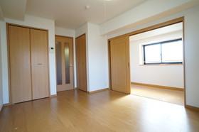 https://image.rentersnet.jp/f5870d15-bef2-4c6d-b497-c6bab41b9cd0_property_picture_960_large.jpg_cap_他号室。参考写真