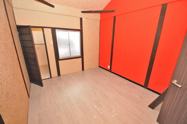 エフェクティブハウス布施 赤の壁が高級感とインパクトあって良いですね