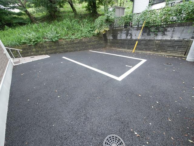 レオネクストボナールジョイ駐車場