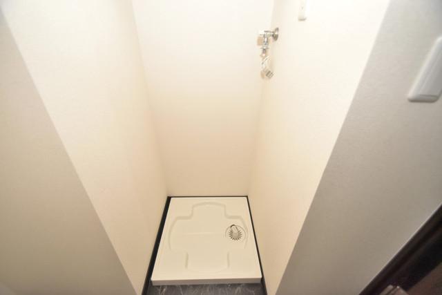 ラージヒル長瀬EAST 嬉しい室内洗濯機置場は脱衣場も兼ねています。