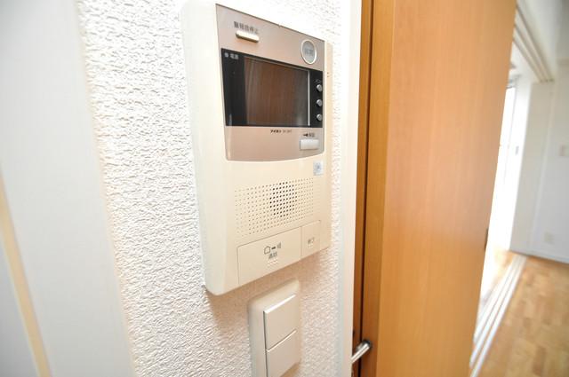 アミティタワー TVモニターホンは必須ですね。扉は誰か確認してから開けて下さいね