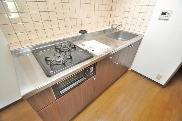 ウエンズ小路 システムキッチンは広々と使えて、お料理が楽しくなります。