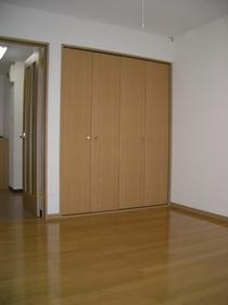 https://image.rentersnet.jp/f605c9bd-c3e2-4cac-bee6-e26d0070ddb8_property_picture_2419_large.jpg_cap_居室