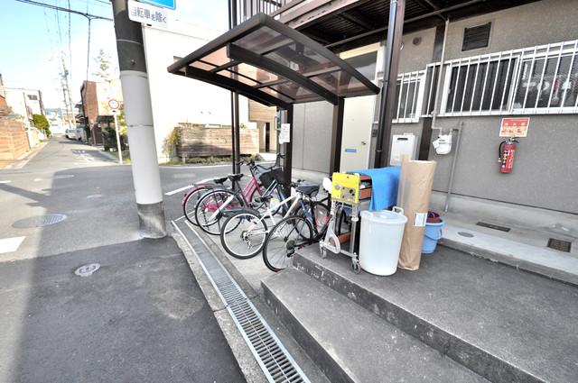江口コーポ 敷地内には専用の駐輪スペースもあります。