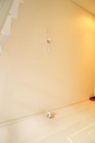 https://image.rentersnet.jp/f61303028a1b45a94c2c38383929abac_property_picture_962_large.jpg_cap_室内洗濯機置場。