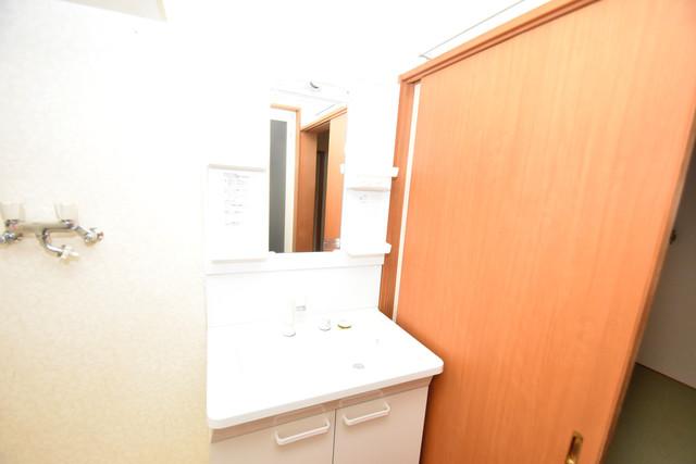 大蓮南2-18-9 貸家 独立した洗面所には洗濯機置場もあり、脱衣場も広めです。